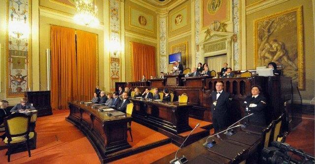 Sicilia, tagli in Regione: ma gli stipendi dei dipendenti restano dorati