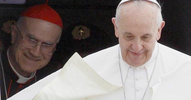 """Vaticano, Bertone resiste allo """"sfratto papale"""": pensione in attico da 700 metri"""
