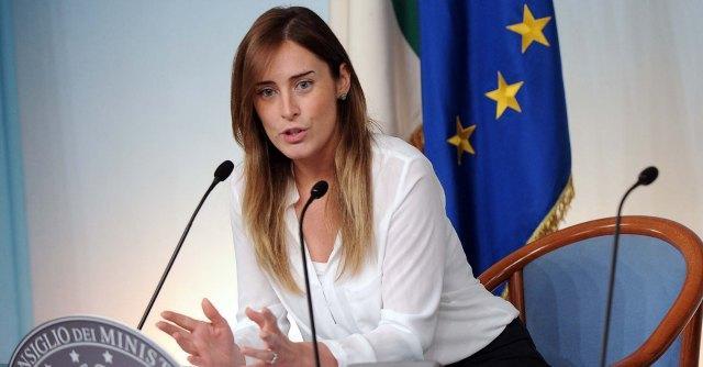 """Immunità Senato, Boschi: """"Si discuta, ma non è centrale"""". Di Maio: """"Non avete alibi"""""""