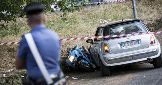 Roma, agguato in strada: 38enne speronato e ferito da colpi di pistola