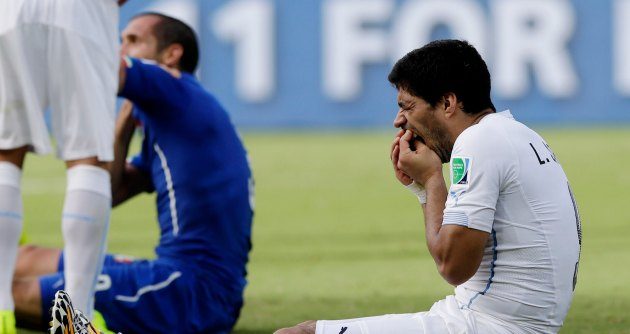 """Suarez a sei giorni dal morso si pente: """"Chiedo scusa a Chiellini e al calcio"""""""