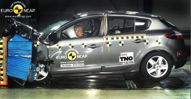 Crash test: Golf Sportsvan a cinque stelle, smacco Mégane per la Renault