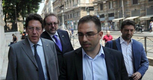 """Anticorruzione, M5S apre al Pd: """"Pronti a votare ddl se il governo rinuncia al suo"""""""