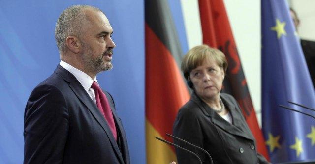 Ue, l'Albania è candidata all'adesione. Il sì dai ministri europei, resta il nodo riforme