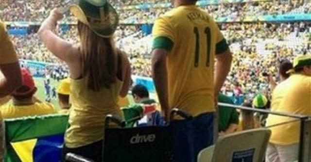 Mondiali 2014, si alza dalla sedia a rotelle per festeggiare: la polizia indaga