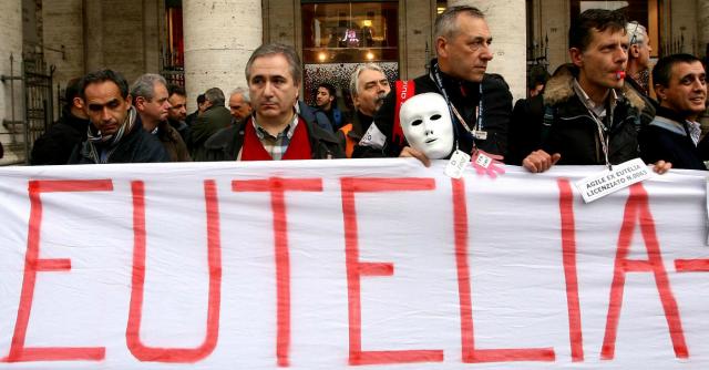 Ex Eutelia, 780 lavoratori senza cig da dicembre. Ora verso licenziamento