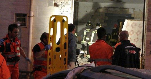 """Foggia, fuga di gas provoca esplosione: 2 morti e 4 feriti. """"Allarme dato ieri"""""""