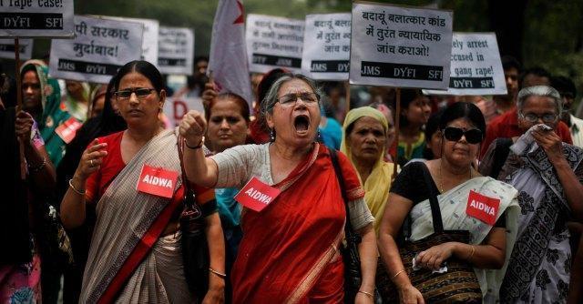 India, donna strangolata a morte. Era stata costretta a bere acido