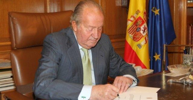 """Juan Carlos abdica, Felipe diventerà re di Spagna: """"Mi sostituirà, è pronto"""""""