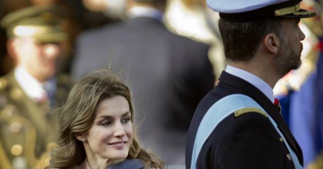 """Juan Carlos abdica, l'ex giornalista Letizia Ortiz  è la prima """"regina borghese"""""""