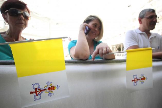 Attesa al Policlinico per la visita del Papa