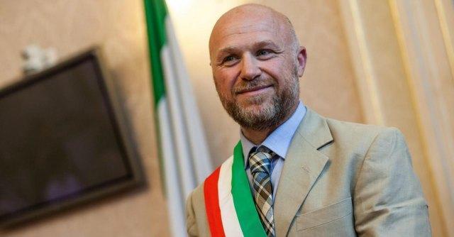 """Livorno, il Vernacoliere celebra la vittoria di Nogarin: """"Grillo, a noi ce lo puppi!"""""""