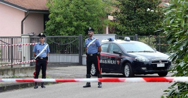 Milano, madre e due bambini trovati uccisi in casa