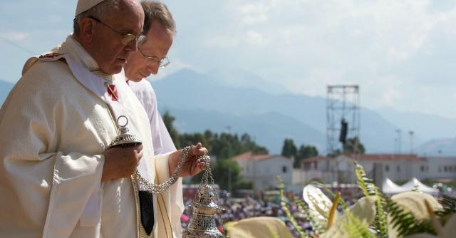 Papa Francesco oltre Wojtyla: per la prima volta un'esplicita scomunica ai mafiosi