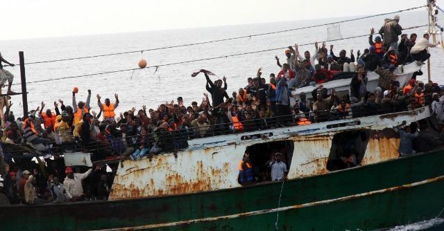 Immigrazione, ancora sbarchi in Sicilia: a Pozzallo nave con tre morti a bordo