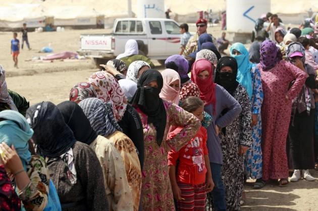 Le foto dei 34mila profughi siriani che hanno attraversato il confine appena aperto tra Siria e Kurdistan iracheno