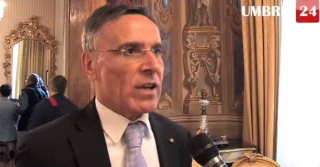 """Perugia, prefetto: """"Madre che non nota un figlio drogato si suicidi"""". Alfano: lo rimuovo"""