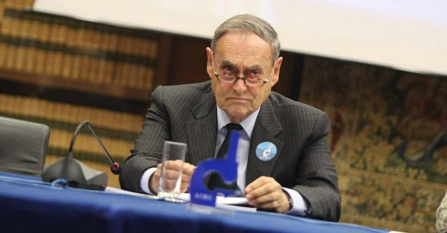 Amianto, tra gli imputati del processo Pirelli anche l'ex presidente dell'Airc
