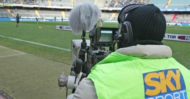 Diritti tv, la Lega rinuncia a 150 milioni di euro per non scontentare Mediaset
