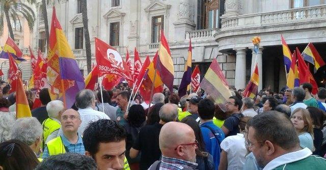 "Juan Carlos abdica, sinistra spagnola in piazza: ""Aboliamo la monarchia"""