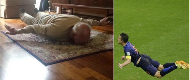 Van Persie mania: il nonno imita così il gol del nipote, poi posta la foto su Twitter