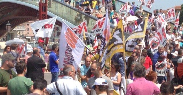 "Venezia, dopo lo scandalo manifestano i comitati ""No Mose"" e ""No grandi navi"""