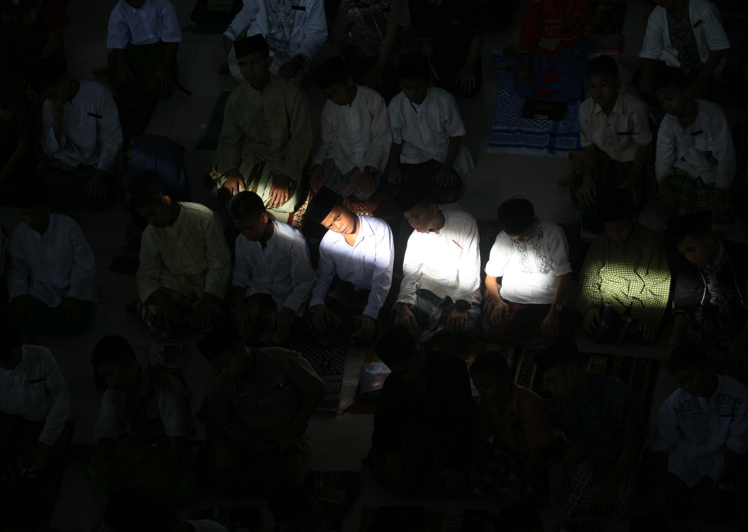 Studenti in preghiera