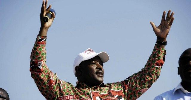 Burundi, le manie pallonare del presidente tifoso (che se la prende con gay e podisti)