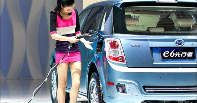 Cina, entro il 2016 un terzo delle 'auto blu' dovrà essere elettrico o ibrido plug-in