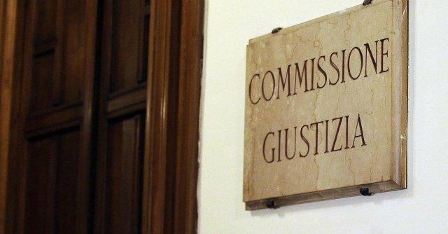 """Corruzione, il ddl governo non c'è. Casson: """"Tempo scaduto, si torni in Commissione"""""""