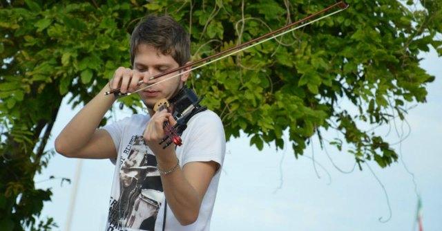 Verucchio, ecco il violinista scoperto da Einaudi. Ora gira il mondo con il maestro