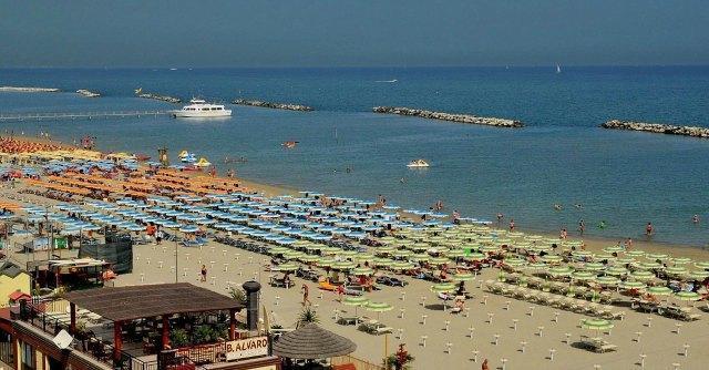 Romagna: tra Bandiere blu, batteri e fogne che scaricano in mare. 'Colpa dei temporali'