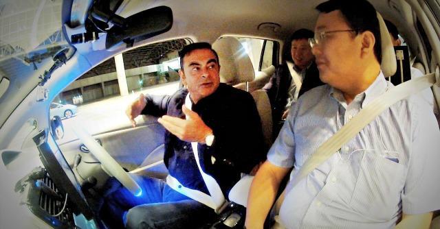 Renault-Nissan aggiusta il tiro: l'auto che guida da sola è ancora lontana