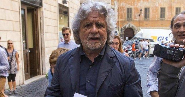 """M5S, Grillo in assemblea: """"Giusto sedersi al tavolo con il Pd. Ma ora siamo in guerra"""""""