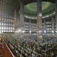 Venerdì di preghiera nella Moschea Istiqlal a Jakarta, Indonesia (4 luglio 2014)