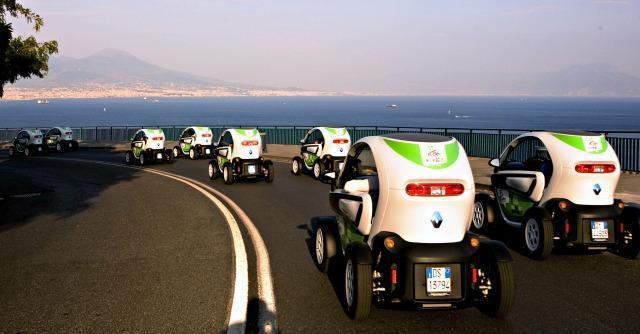 Napoli, tassisti in panne, imbuti e car sharing