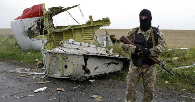"Malaysia Airlines, fermati osservatori Osce. Kiev: ""Filorussi distruggono prove"""