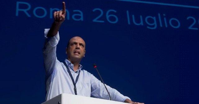 """Legge elettorale, Alfano a Berlusconi: """"Nodo su preferenze e soglia sbarramento"""""""