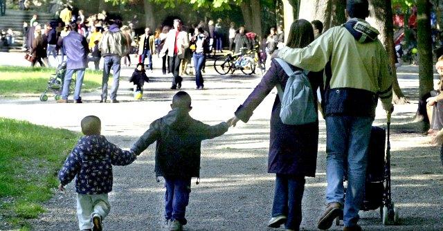 Vacanze low cost per famiglie: alloggi e promozioni per chi viaggia coi figli