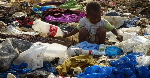 Costa d'Avorio: tra i bimbi di Abidjan, avvelenati dai rifiuti dell'Europa