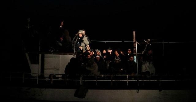 Libia, naufragato un barcone di migranti diretto in Italia. Almeno 20 morti