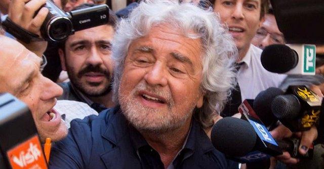 """Grillo incontra eletti M5s. """"'Parlamento in piazza' contro la riforma del Senato"""""""