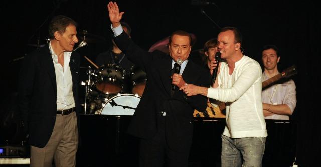 Gigi D'Alessio da Berlusconi a de Magistris: canterà al concertone di Capodanno