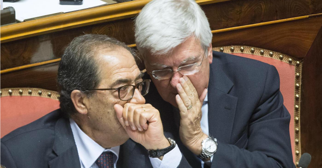 """Accordo Renzi-Berlusconi, in Senato il """"convitato di pietra"""" è il patto del Nazareno"""