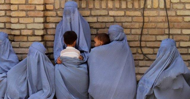 """Iraq, la guerra santa del sesso. Il Califfato: """"Offrite ai jihadisti le donne non sposate"""""""