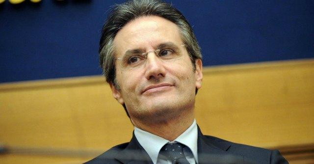 """Napoli, manifesti contro Caldoro: """"Il governatore più amato dalla camorra"""""""