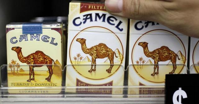 Camel, il colosso del tabacco dovrà risarcire 23,6 miliardi a vedova di un fumatore