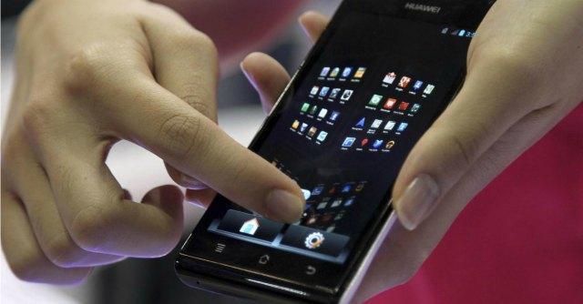 Cellulari, l'Ue dimezza le tariffe roaming. E in Italia scatta la stangata per il 'recall'