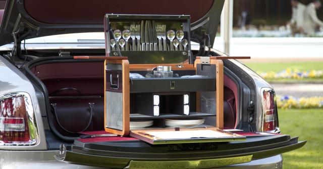 Accessori auto, i 10 di cui non si sentiva la mancanza: dal cielo stellato al caffè