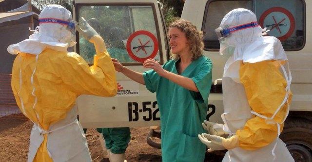 """Ebola, è allarme in Uk. Il governo Cameron convoca riunione: """"È una minaccia"""""""